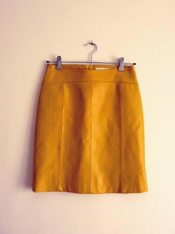 vente sketch de moutarde jaune de cuir jupe courte de. Black Bedroom Furniture Sets. Home Design Ideas