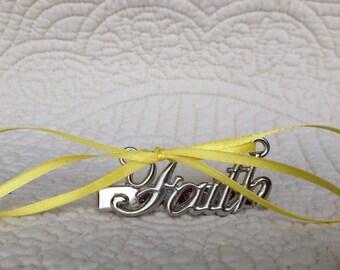 2.5in. Faith Hair Clip w/ 5 Interchangeable Ribbons.