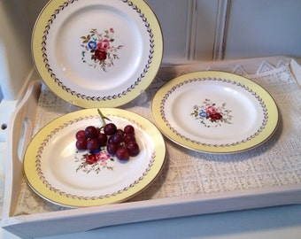 Vintage Stylecraft by Midwinter Yellow salad plates with central roses. 1950s.