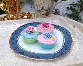 Vintage English bone china cake plate made by Salisbury china. 1950s.