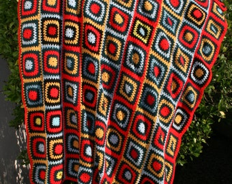 Datcha : Large vintage afghan blanket, crocheted granny squares, bright colors, red ,yellow and blue
