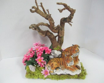 Wildlife diorama etsy for Composition florale avec bois flotte