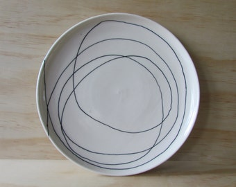 Black and White Wandering Line Plate. One porcelain dinner plate. Tableware. Modern kitchen. Graphic. Wedding gift. Registry. MADE TO ORDER.