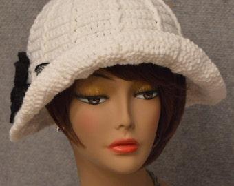 Womans Floppy Brim Hat in White