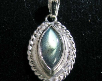 sterling silver gemstone pendant with a multicolor marquise shaped labradorite marked 925 (GP51)