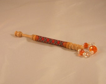 Lace bobbin with decorative thread wrapping