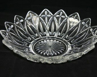 Vintage clear glass Federal Glass petal edge 10 1/4 inch serving bowl