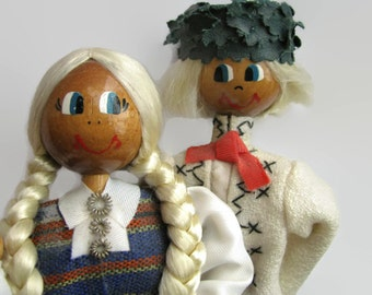 FREE SHIPPING Vintage souvenir folk Latvian doll pair