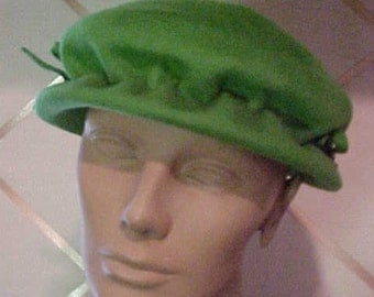 1940/50 Green Felt Hat, Gathered Crown w/Bows #H14