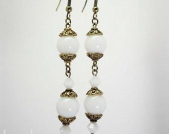 Boucles d'oreille en cristal et verre blanc uni et doré vieilli - Collection Romantique