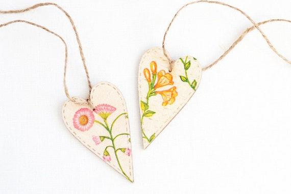 "Tiny rustic style wooden heart decoration ""Wildflowers II"", set of 2 - handmade, wedding decor, gift ideas, orange wild peas, pink dog daysy"
