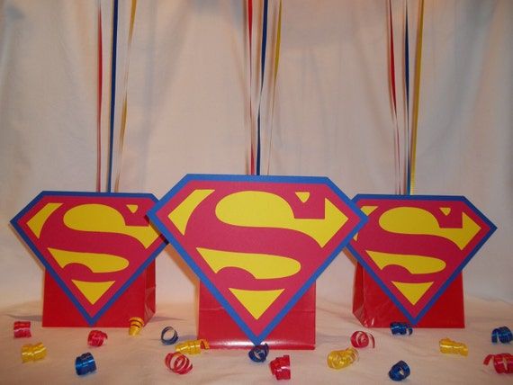 Superman inspired balloon centerpieces by