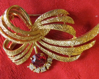 Great 1960's Hayward Gold Tone Pin Brooch With Red Rhinestone & White Rhinestones - Free Shipping