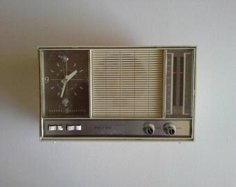 Vintage  Clock Radio, General Electric.