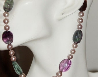 Ref.062/ Fluorite and mauve freshwater pearl necklace.