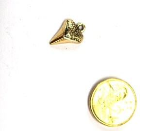 5 x Antique Gold Metal Shark Tooth Charm