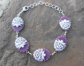 Gorgeous 5 Cameo Bracelet!!!!!  (white dragonfly on purple background)  Wonderful Quality!!!!