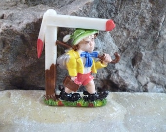 "Circa l950s ""Little Johnny"" Old German Children's Song ""Hänschen Klein"" Painted Celluloid Plastic Pin"