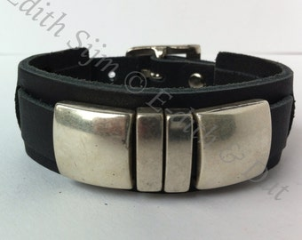 Blace leather bracelet with leather sliders