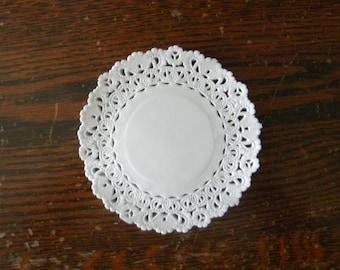 "20 White Lace 4"" Paper Doilies"
