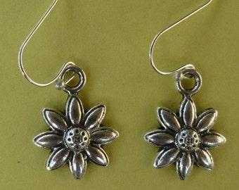 Silver Daisy Earrings  E008