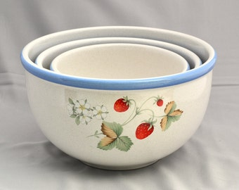 Savoir Vivre Luscious Set of 3 Ceramic Nesting Bowls Strawberry Bowls Grape Pastel Mixing Bowls Small Medium Large Fruits Blue Trim Like New