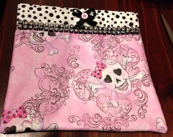 Pink Skulls with sparkle & bling pouch