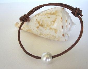 South Sea Pearl Leather Bracelet, Tahitian Pearl Bracelet, Leather and Pearl Wrap Bracelet, Pearl and Leather Jewelry, Beach Bracelet