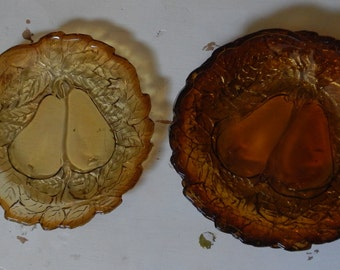 Cute Set of 4 Amber Pear Motif Dessert plates!