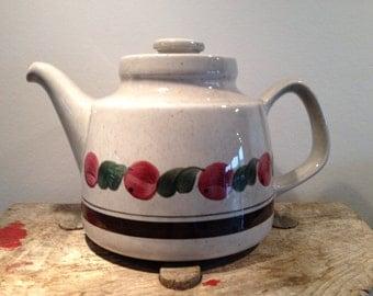 Birgitta Teapot from Rorstrand Sweden. Designed by Jacqueline Lynd. Mid century modern. Scandinavian Design.