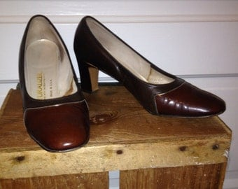 Vintage Naturalizer's- brown with gold piping size, size 6.5