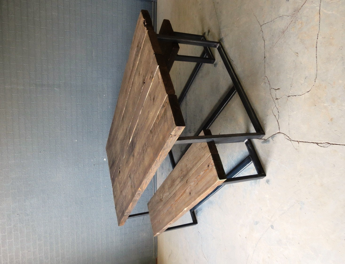 Reclaimed industrial chic 6 8 seater solid wood and metal for Mesas industriales