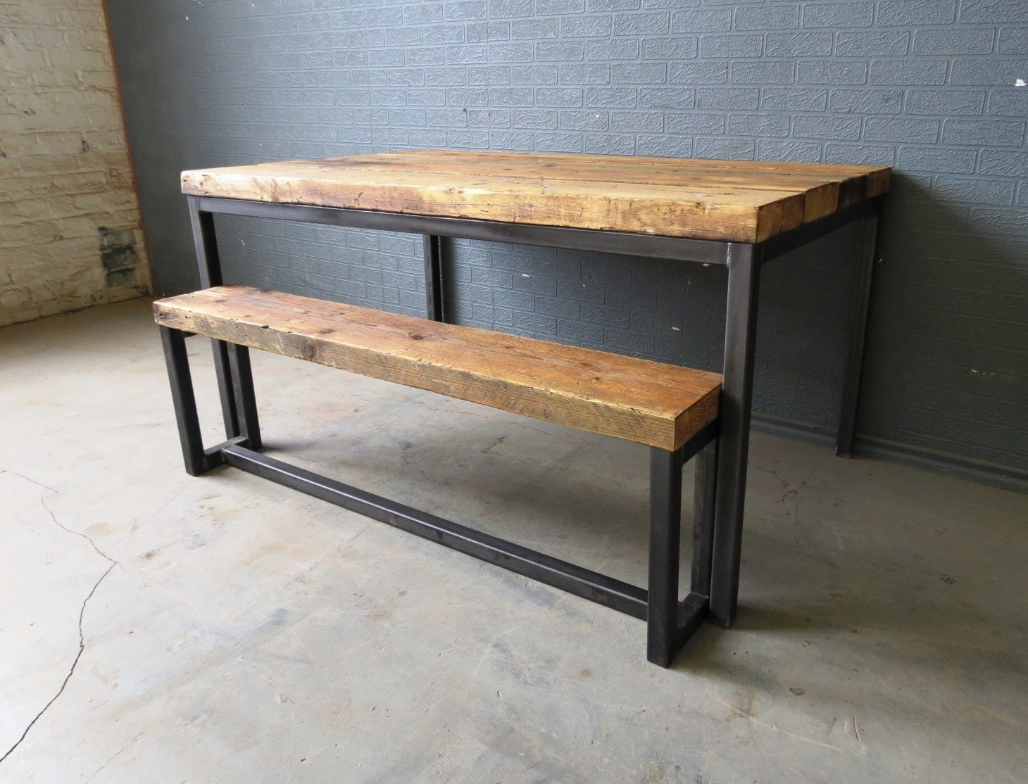 Reclaimed industrial chic 6 8 seater solid wood and metal for Table exterieur solide