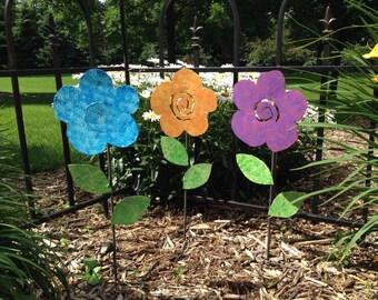Metal Garden Art Flower Garden Stakes Yard Art Flowers - ONE FLOWER