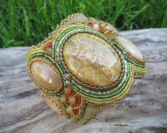 Cuff Beaded in wide Boho style, Coral and Dragon Vein Agate in green, coral and gold tones