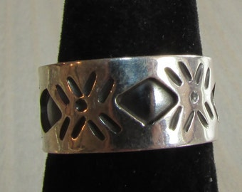 Sterling Silver Ring from Mexico with Diamond Shape Design   Size 7