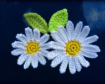 Crochet flower applique pattern, daisy flower with leaves, 2 sizes