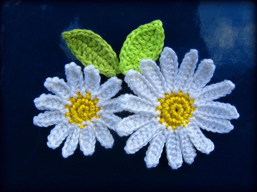 Crochet flower applique pattern daisy flower with leaves 2