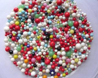 Vintage glass bead milk glass 1950's round color mix 200gr lot