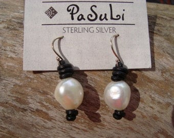 PEARL/  LEATHER EARRINGS (Claire)