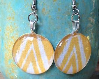 Charming circle glass dangle earrings in yellow chevron