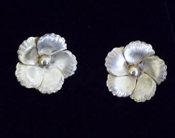 Vintage 1950s Gold Tone Flower clip-on earrings