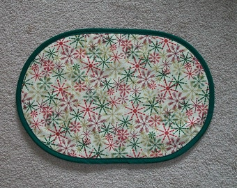 Winter Holiday 4Pc Set Christmas Red Green Snowflakes Placemat Table Runner Centerpiece 12x18