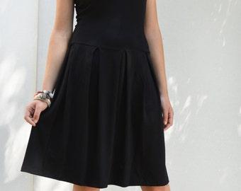 Strapless dress in black.
