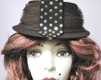 New York Creation, Vintage late 1930's, Early 1940's Brown Felt Pillbox Hat, w SEQUIN Stars