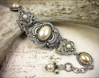 Cream Pearl Renaissance Bridal Bracelet, Antiqued Silver, Medieval Jewelry, Tudor, Borgias, Ivory, Bridal Jewelry, Renaissance Wedding, Garb