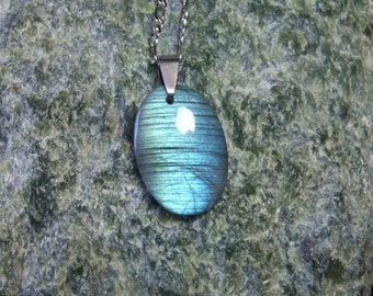Labradorescence Exists Flash of Colour Labradorite Gemstone Pendant Necklace Oval Shape Stripes Twinning