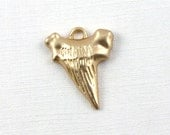 1 matte gold Shark Tooth pendant. Stunning piece. 18mm x 14.5mm (GT5g)