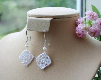 Granny square crochet dangle earrings, with pearl.
