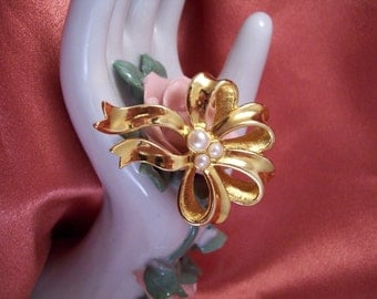 Vintage Golden Ribbon Bow and Pearl Pin by Avon